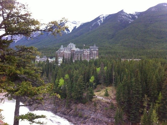 This image has an empty alt attribute; its file name is Banff-Springs-Hotel.jpg
