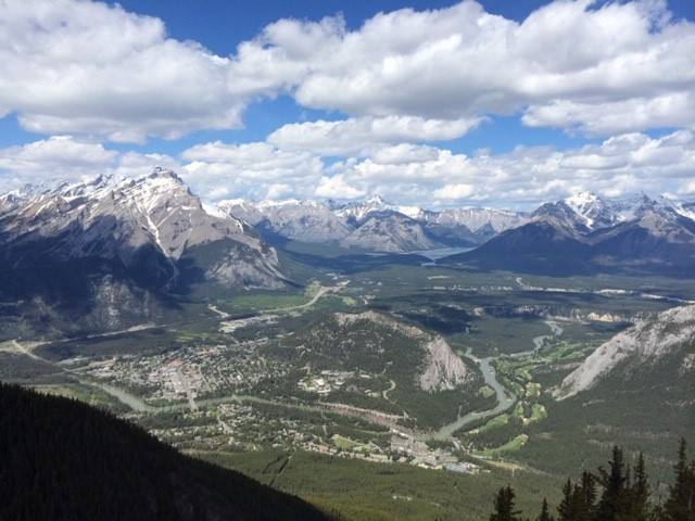 This image has an empty alt attribute; its file name is Banff-Sulphur-Mountain.jpg
